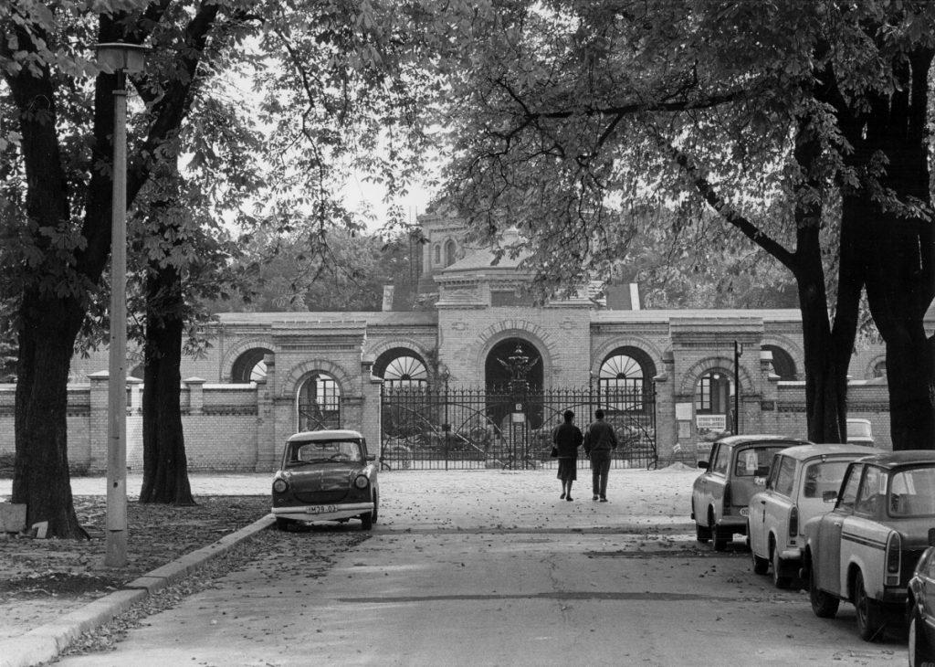 Haupteingang zum Friedhof Weißensee