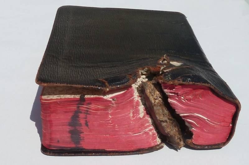 "The ""Grenade-Bible"" © Markus Geiler"
