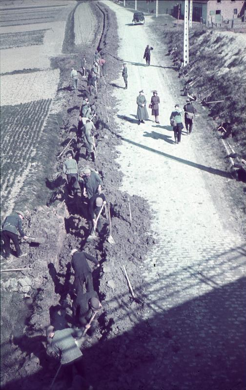 Ostende, Kabelverlegung durch Zwangsarbeiter, 1941.