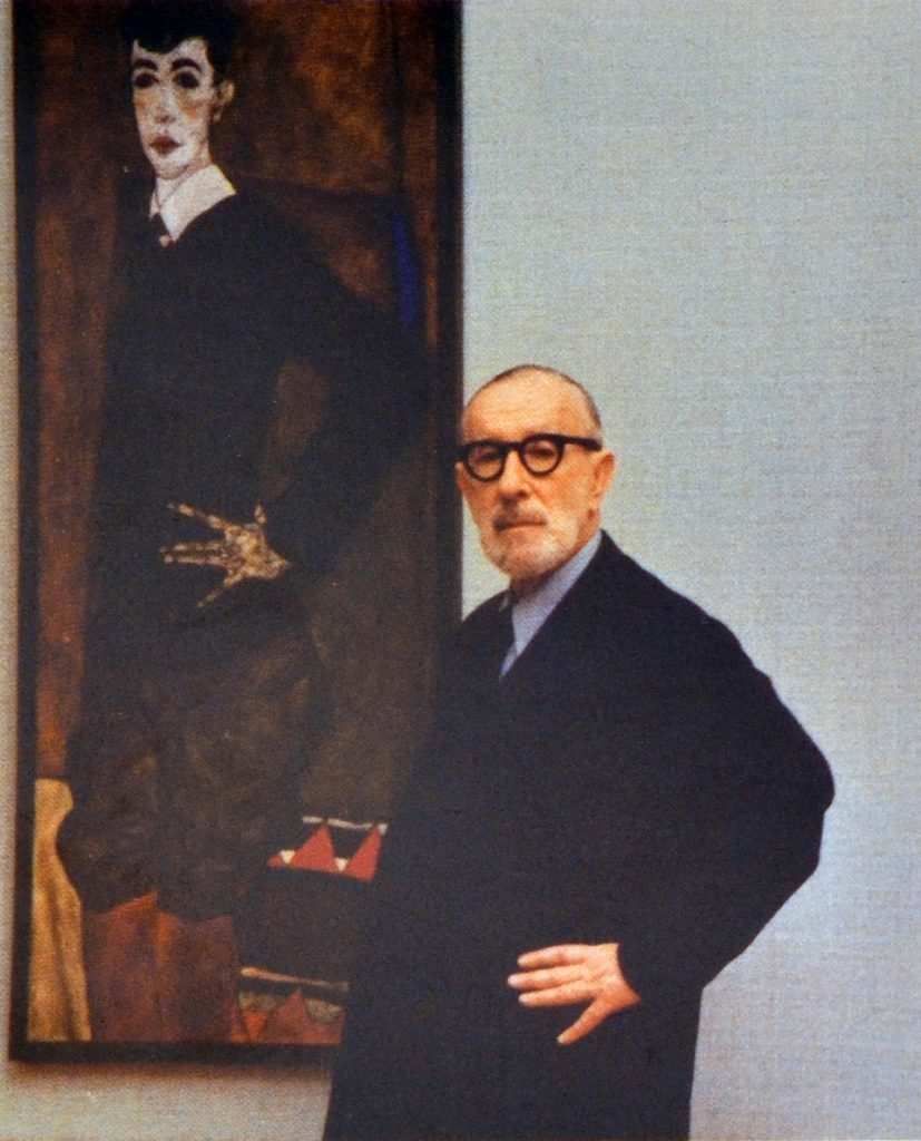 Erich Lederer, son of Serena and August Lederer, in front of his portrait by Egon Schiele, undated. © Archive Ralf Jacobs